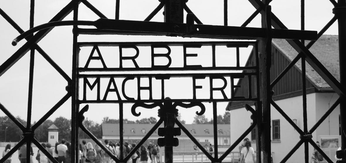 http://www.jivotatdnes.bg/uploads/news/14760/1180x557Arbeit+Macht+Frei+-+Dachau.JPG